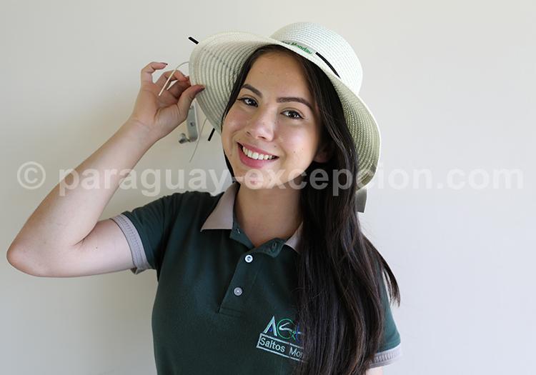 Femme avec chapeau, Paraguay