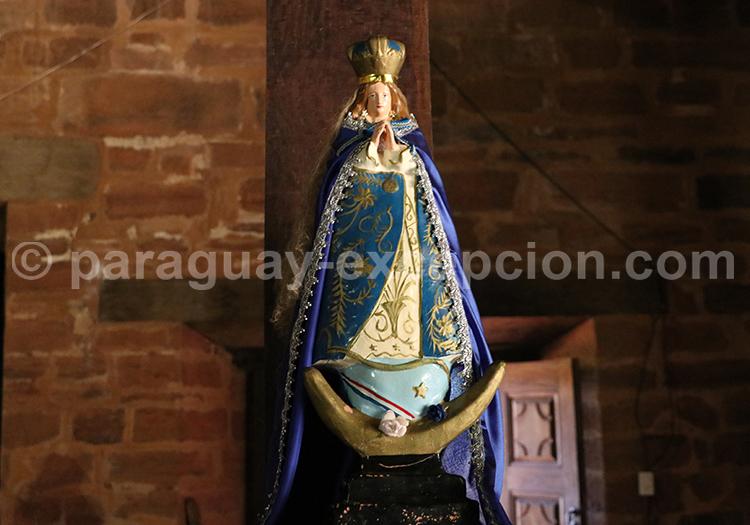 Vierge dans une église de la région Yvy, Paraguay