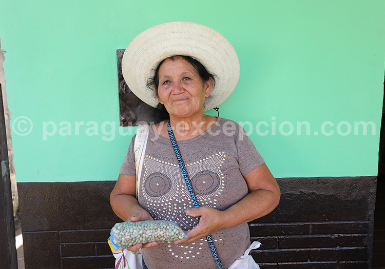 Portrait d'une femme de la ville de Santa Rosa de Lima, Paraguay