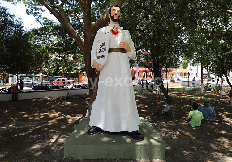 Statue du village de San Ignacio Guazu, Paraguay