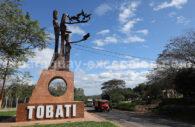 Monument à l'entrée de Tobatí, Cordillera, Paraguay