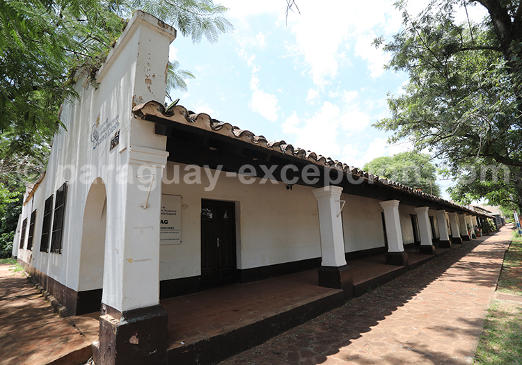 Architecture du village de San Ignacio Guazu, Paraguay