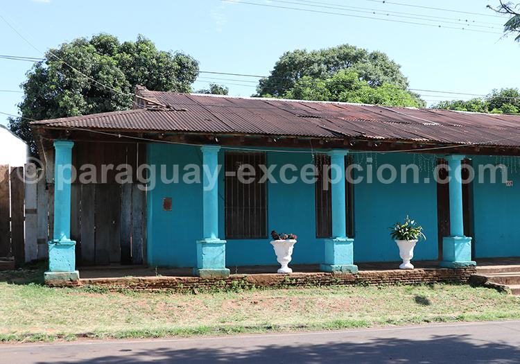 Maison bleue de style colonial, Santa Rosa de Lima, Yvy, Paraguay