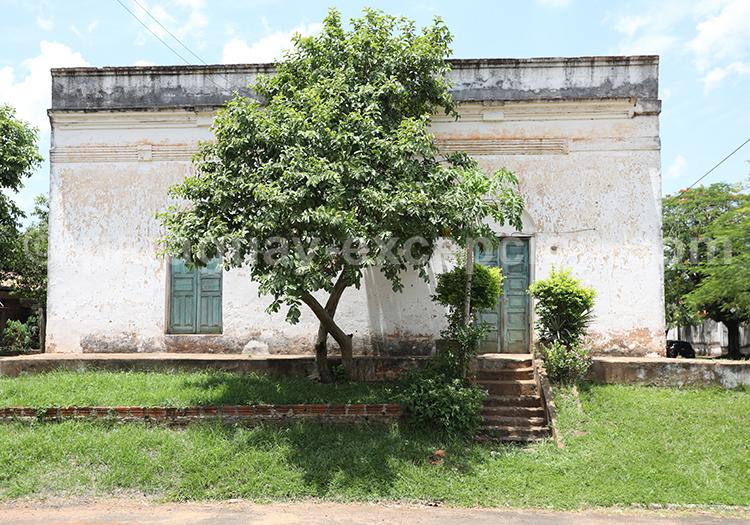 Architecture des maisons du village de San Ignacio Guazu, Paraguay
