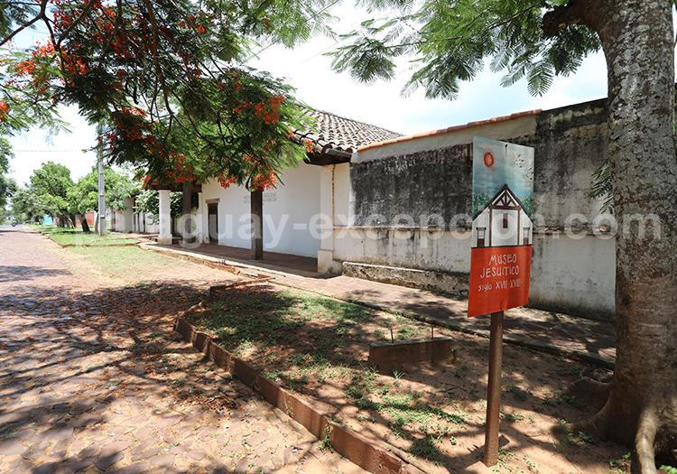 Aller au musée municipal de San Ignacio Guazu, Paraguay