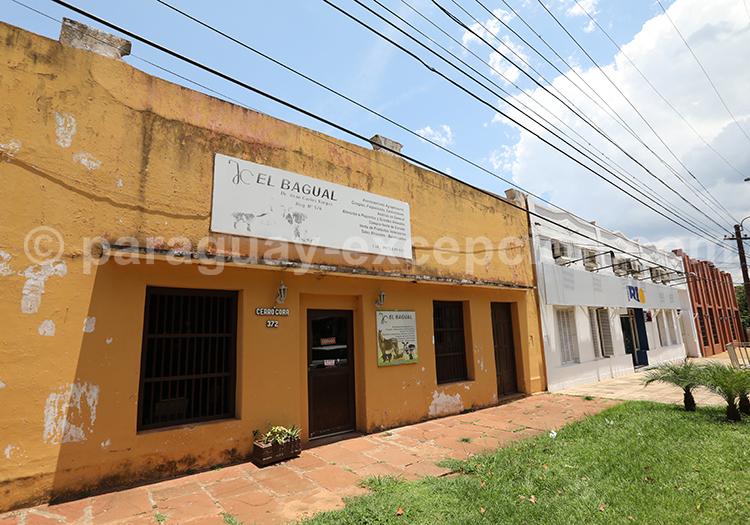 Se balader dans les rues du village de San Ignacio Guazu, Paraguay