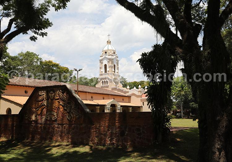 Le centre du village de San Ignacio Guazu, Paraguay