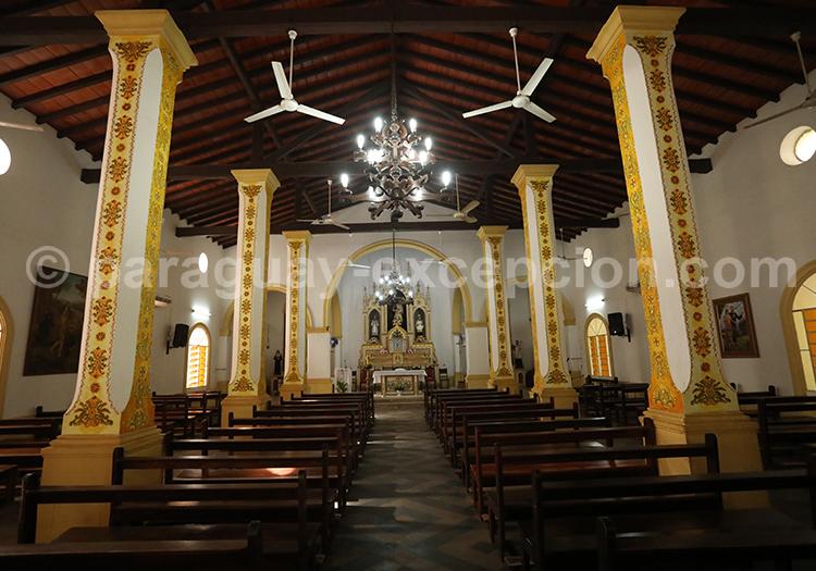 Intérieur de l'église de San Ignacio Guazu, Paraguay