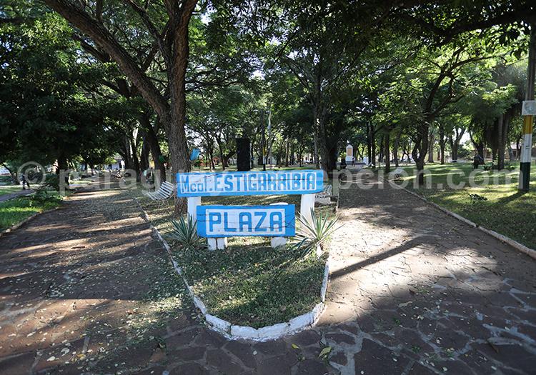 Place centrale de la ville de San Juan Bautista, région Yvy, Paraguay