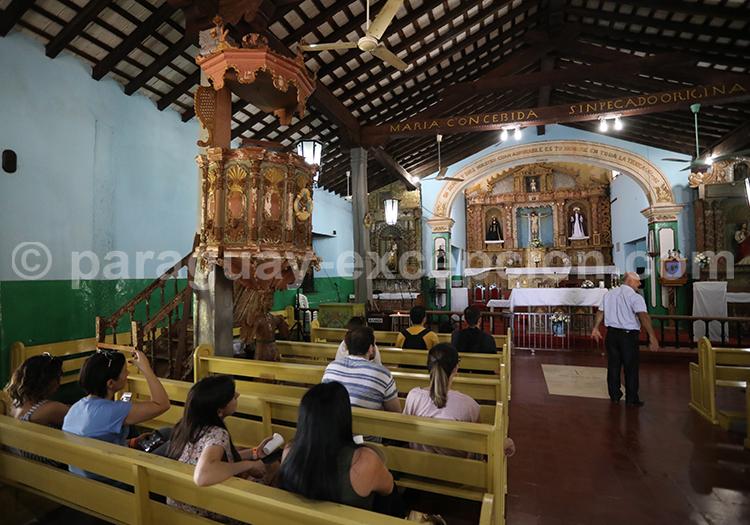Visite de l'église de Piribebuy, Paraguay
