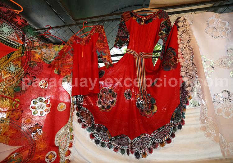Robe en tissu Ñanduti, Paraguay