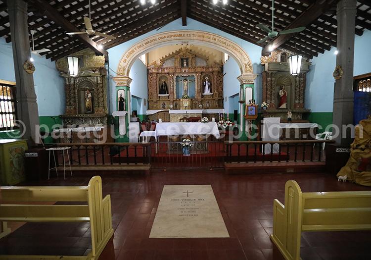 L'autel de l'église Piribebuy, Paraguay