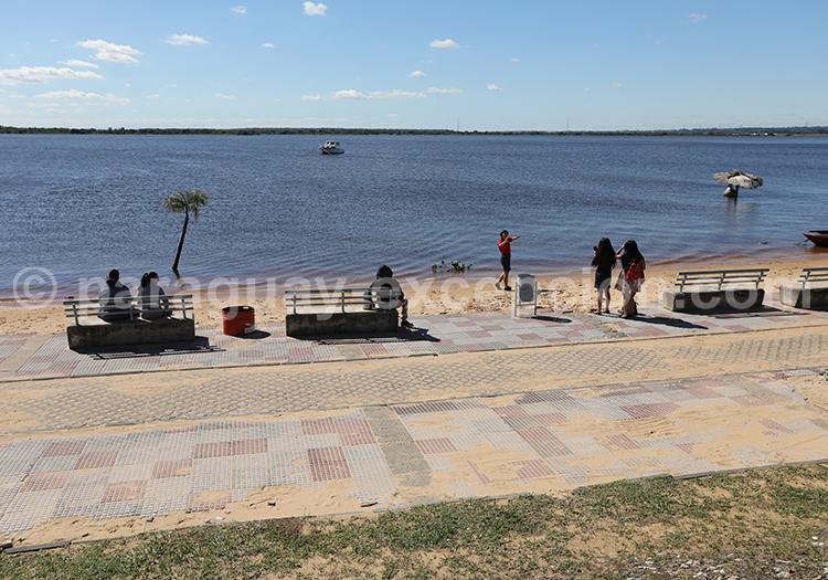 Promenade sur la Costanera du rio Paraguay Asuncion, Paraguay Excepción