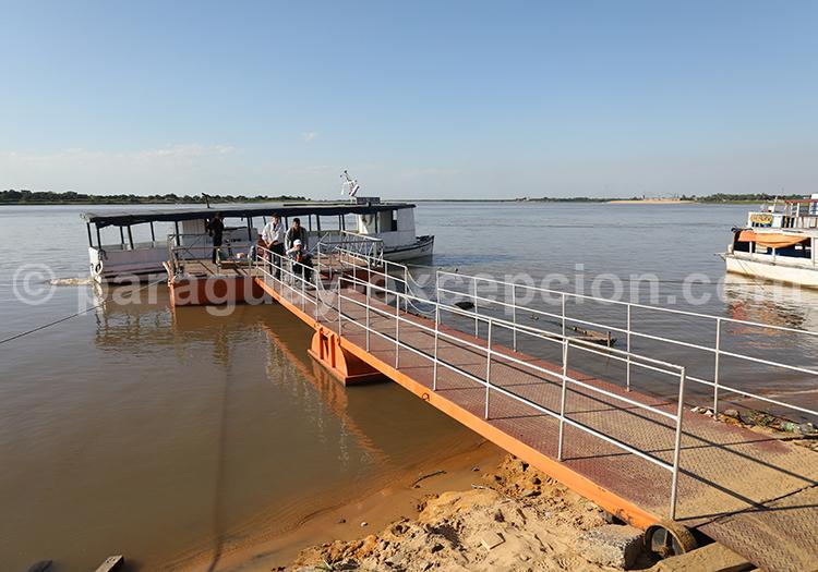 Embarquer sur le ferry, Pilar, Paraguay