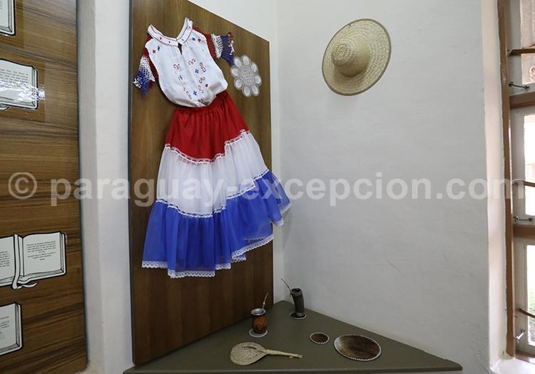 Tenue folklorique Filadelfia Paraguay
