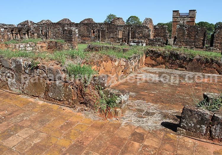 Visite des ruines jésuites dans le sud du Paraguay