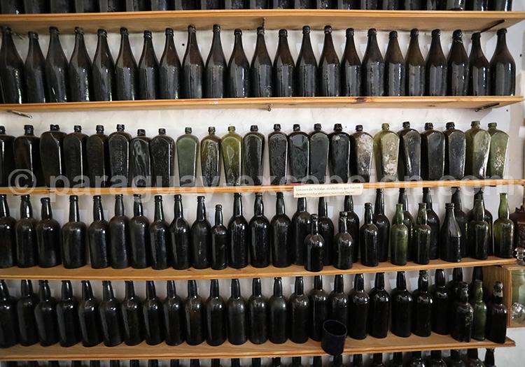 Collection de bouteilles datant de la guerre contre la Triple Alliance, Paraguay