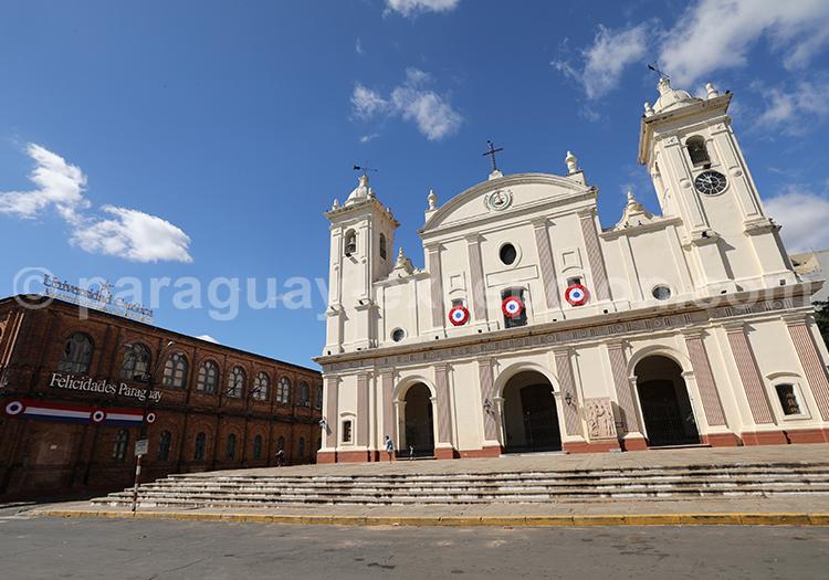 Façade de la cathédrale d'Asunción du Paraguay
