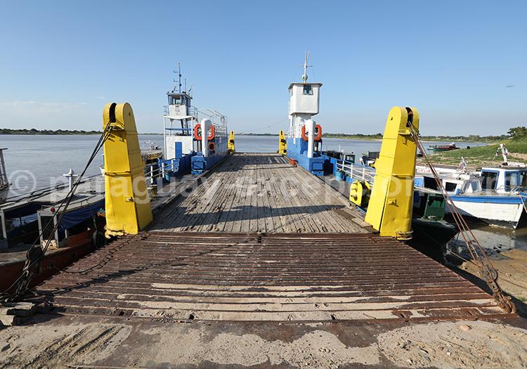 Ferry qui va de Pilar à Colonia, Yvy, Paraguay