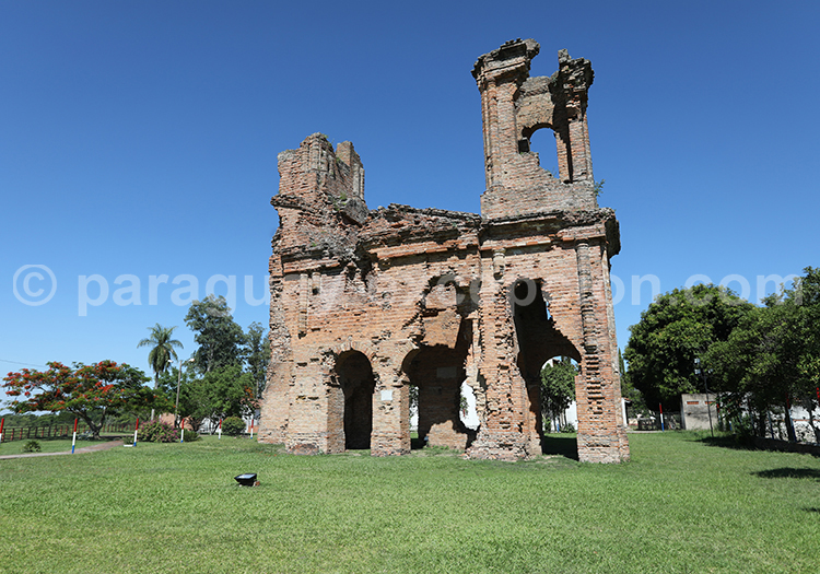Église San Carlos Borromeo, détruite pendans la guerre contre la Triple Alliance, Paraguay