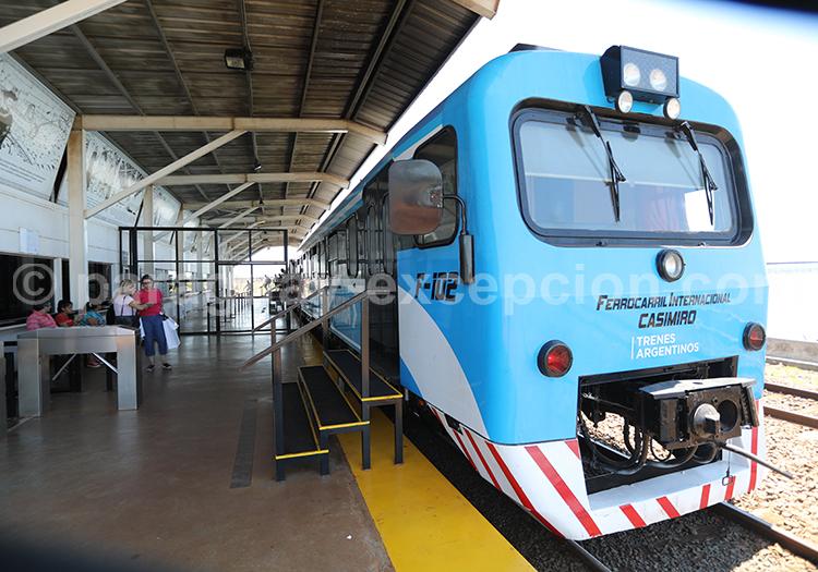 Train qui relie Posadas à Encarnación au Paraguay