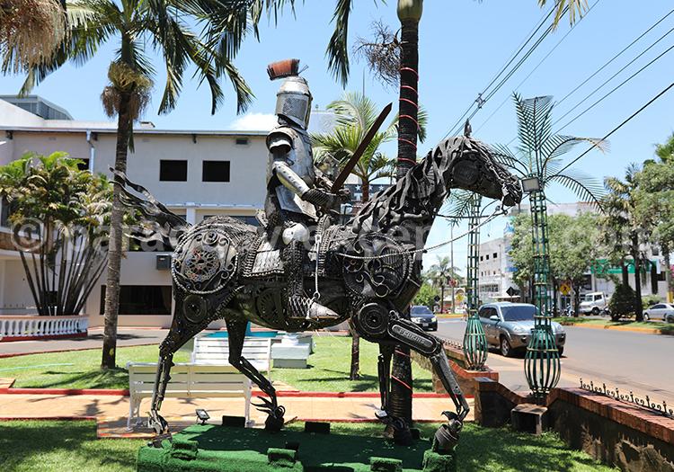 Statue du centre de la ville d'Encarnación, Paraguay