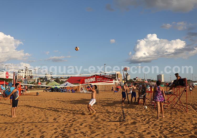 Beach volley sur la plage d'Encarnación