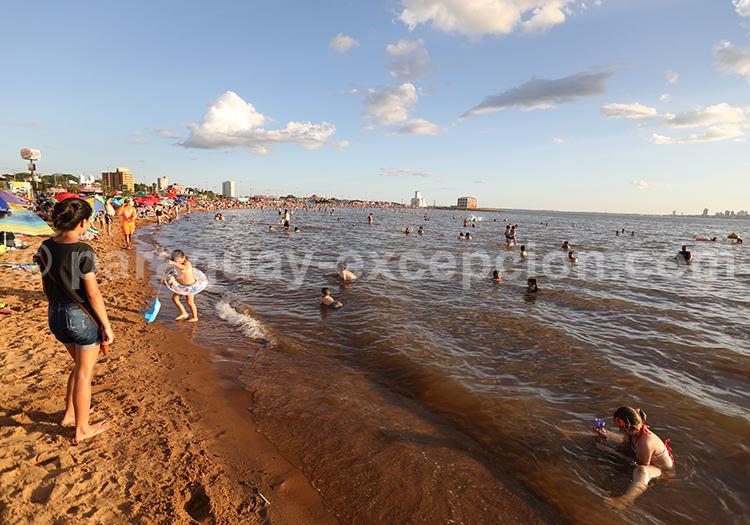 Se baigner au Paraguay, rio Paraná
