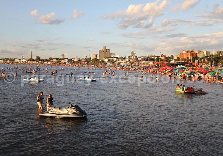Activités nautiques à Encarnación, Paraguay