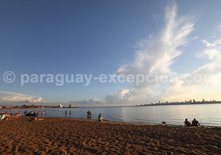 Coucher de soleil sur la plage d'Encarnación