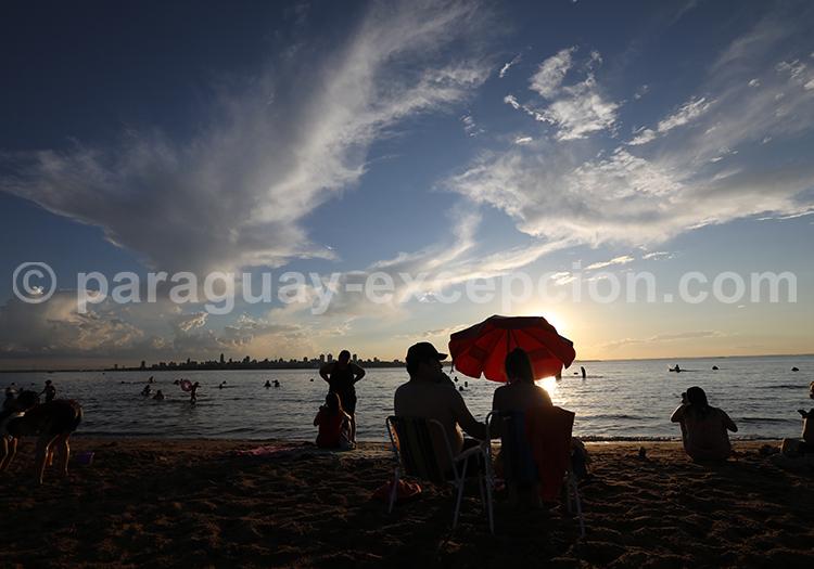 La plage au Paraguay, Encarnación
