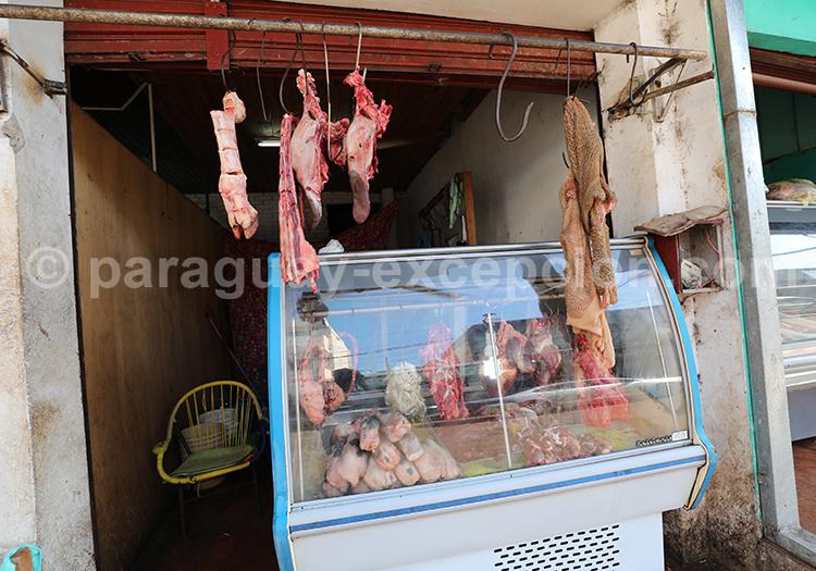 Acheter de la viande au marché Abasto, Paraguay