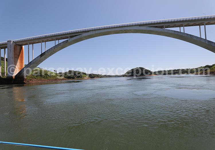 Pont de l'amitié qui relie le Paraguay avec le Brésil, Ciudad del Este