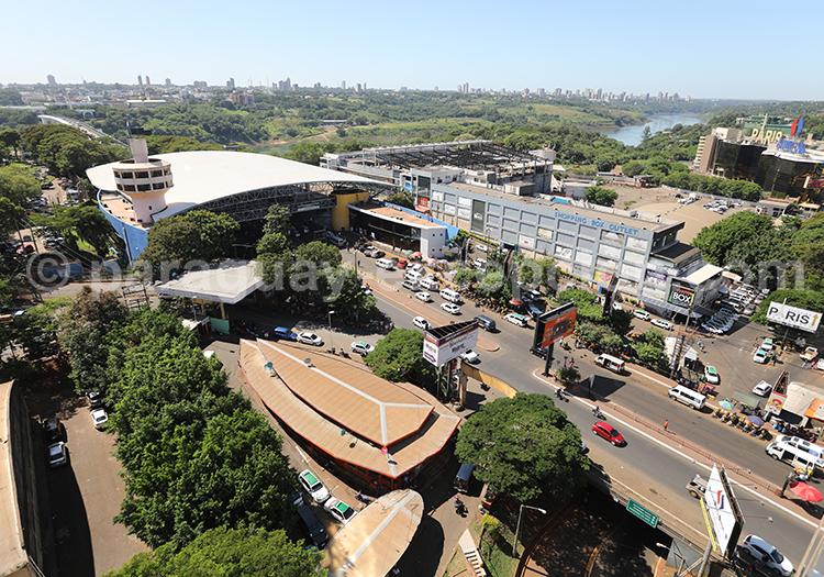 Frontière avec le Paraguay et l'Argentine, complexe douanier paraguayen, Paraguay