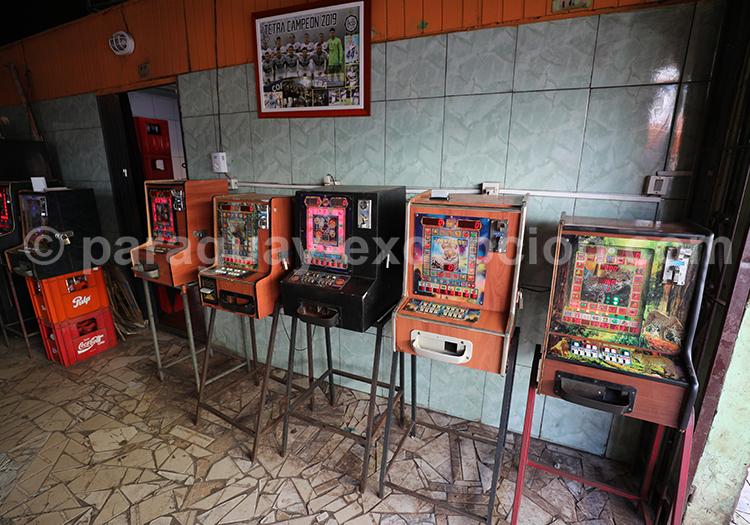 Acheter des vieilles machines à sous au marché Abasto, Paraguay