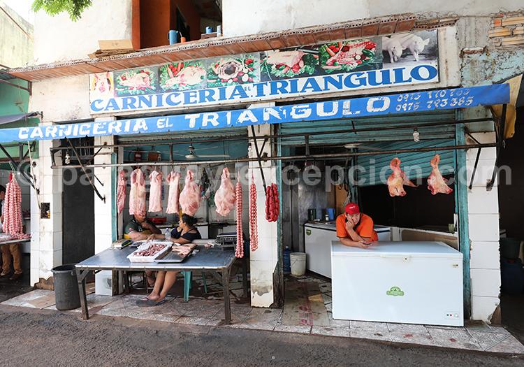 Viandes suspendues au marché Abasto, Paraguay