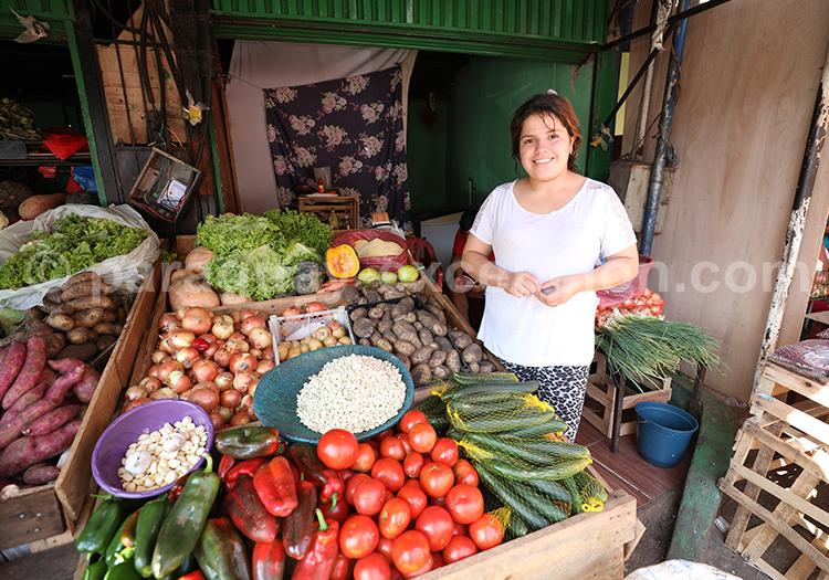 Vente de fruits et légumes, marché Abasto Paraguay