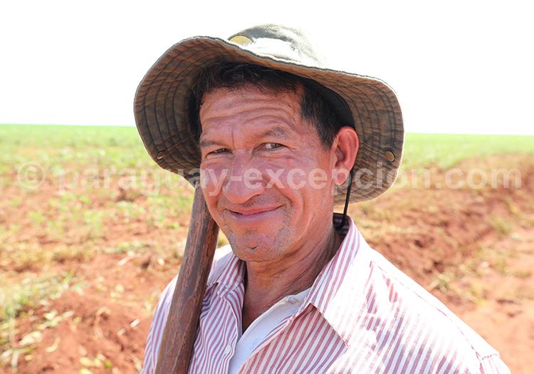 Portrait d'un homme paraguayen dans la région Paraná, Paraguay