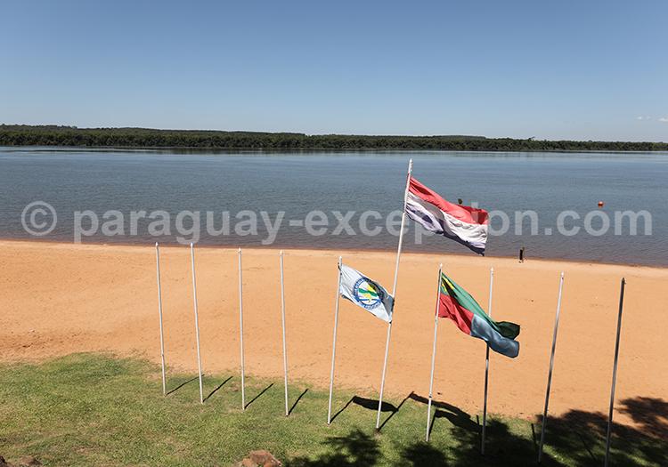 Bord du río Paraná, Bella Vista, Paraguay