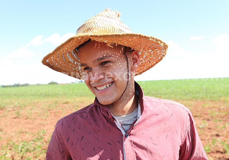Jeune paraguayen avec chapeau, champs du Paraná