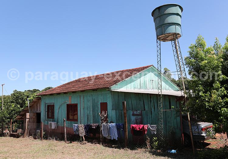 Ferme dans la campagne de la région du Paraná au Paraguay