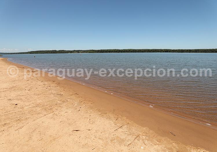 Rio Paraná, fleuve d'Amérique latine au Paraguay