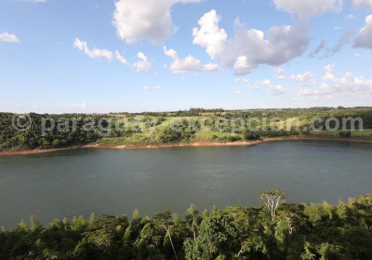 Paysages du Paraguay, le bord du Rio Paraná, Paraguay